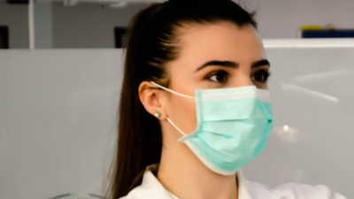 How to communicate with a deaf person whilst wearing a mask -a female doctor with a mask over her nose and mouth